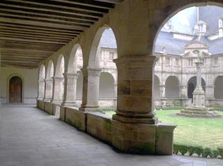 monastère invisible cloître