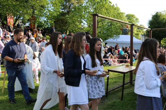 Procession-offrandes-confirmations-17-mai-17-josselin