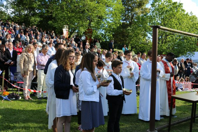 Procession-offrandes-2-confirmations-17-mai-17-josselin