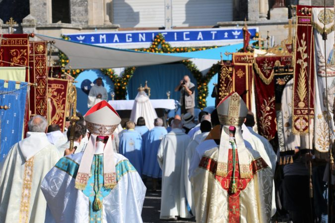 ND Roncier 2018-procession-arrivee3
