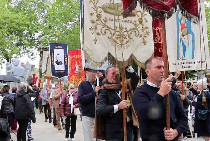 Messe SVF- procession entree19 (2)