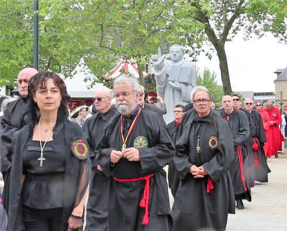 Messe SVF- procession entree2 (2)