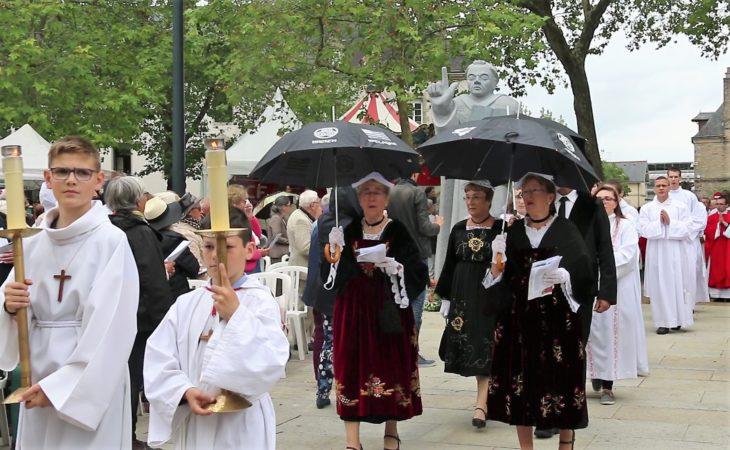 Messe SVF- procession entree5 (2)