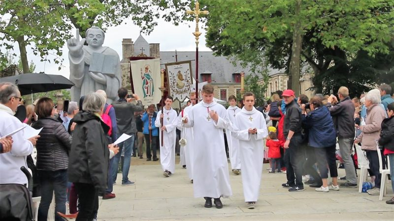 Messe cloture SVF - Procession entree (2)
