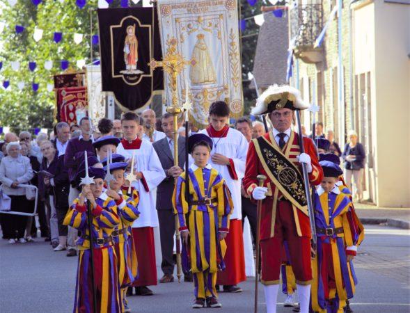 Gardes-suisses-debut-procession-Roncier-2019-1