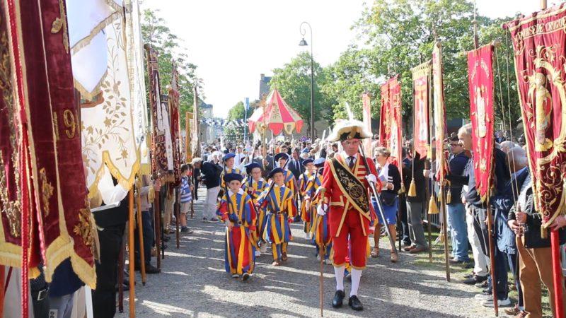 Gardes-suisses-debut-procession4-Roncier-2019