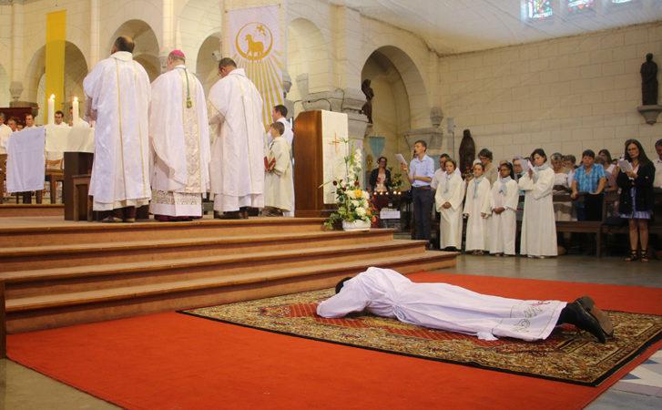 Prostration et litanie des saints