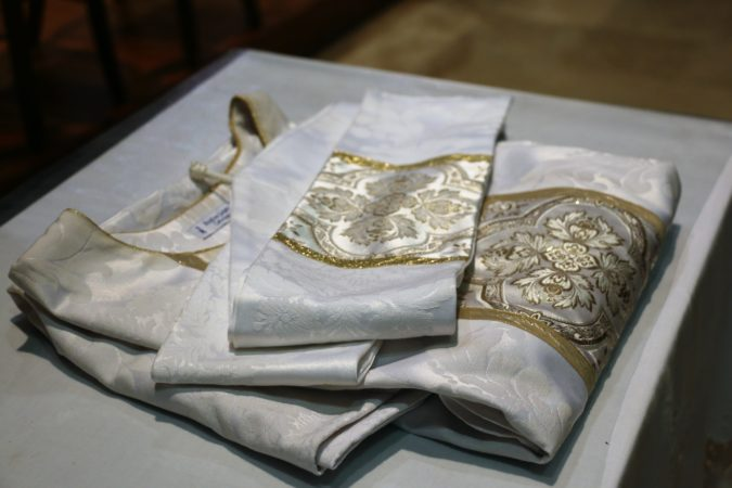 Ordination-JR-Bonhomme-Elven-chasuble-16-fev-2020