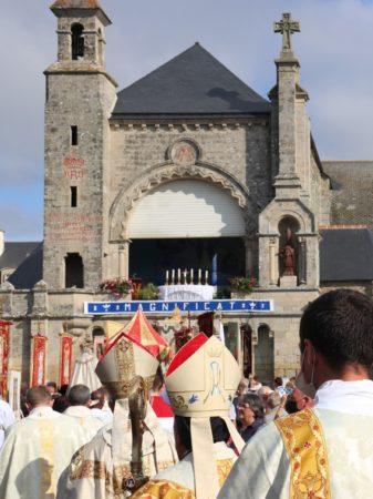 ND-Roncier-2021-procession-arrivee-matin-2