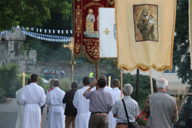 ND-Roncier-2021-procession-soir-3
