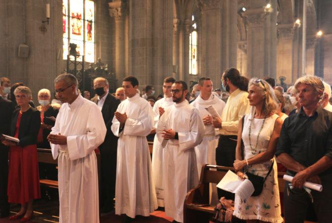 Ordinations-diaconales-5-sept-2021-entree-basilique