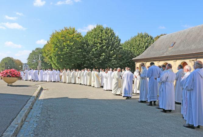 Ordinations-diaconales-5-sept-2021-procession-pretres-2
